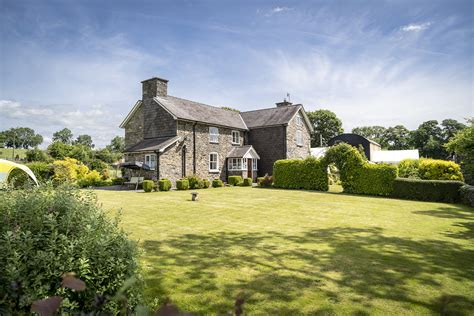 Farmhouse-Bed-And-Breakfast-Welshpool