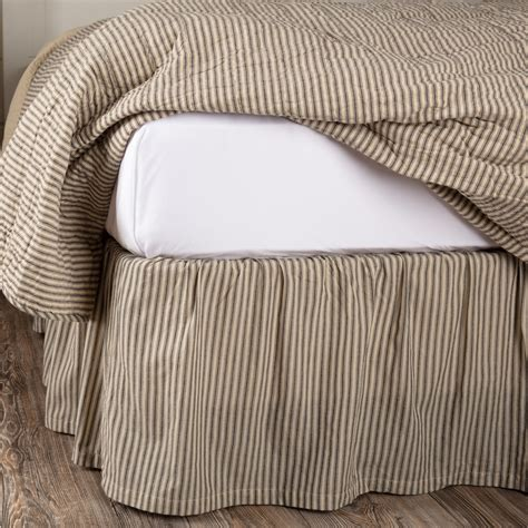 Farmhouse-Bedding-With-Skirt