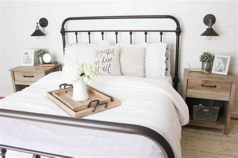 Farmhouse-Bedroom-With-Metal-Bed