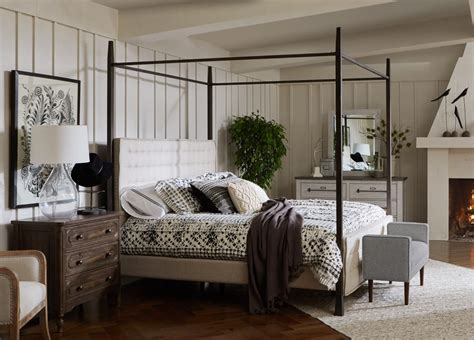 Farmhouse-Canopy-Bed-King