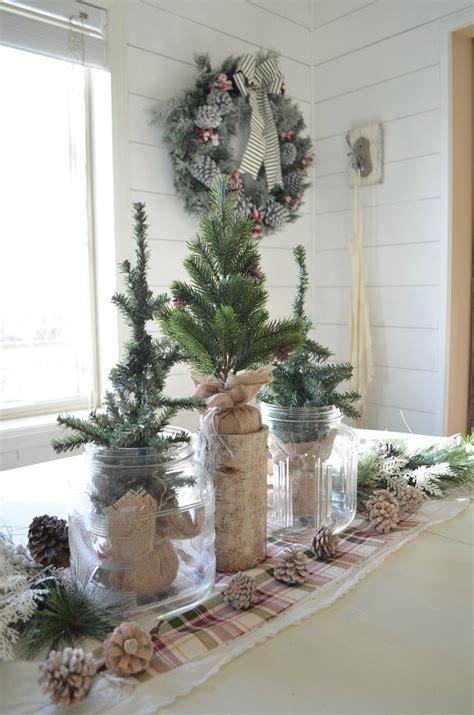 Farmhouse-Christmas-Table-Centerpiece