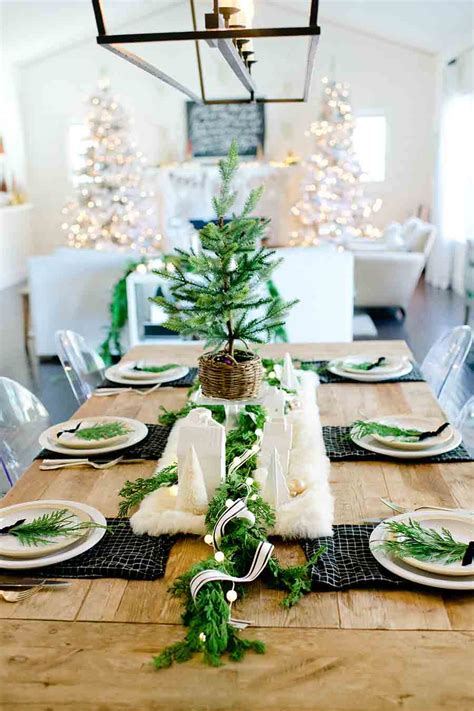 Farmhouse-Christmas-Table-Settings