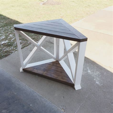 Farmhouse-Corner-Table