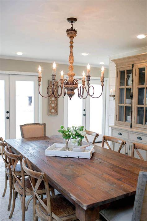 Farmhouse-Dining-Room-Table-Lighting