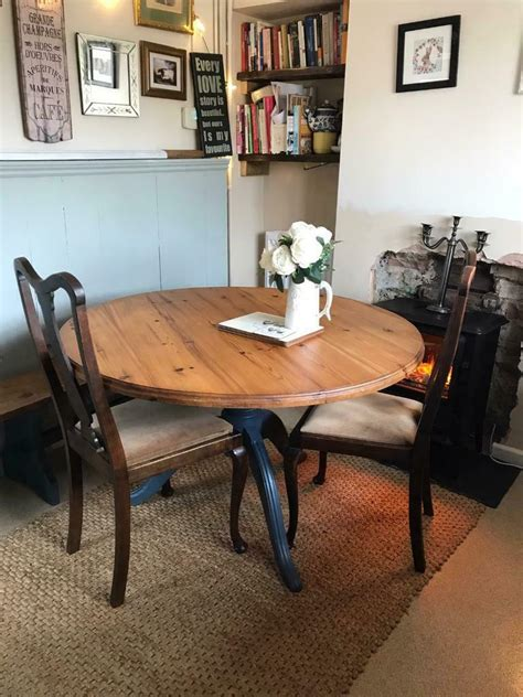 Farmhouse-Dining-Table-And-4-Chairs