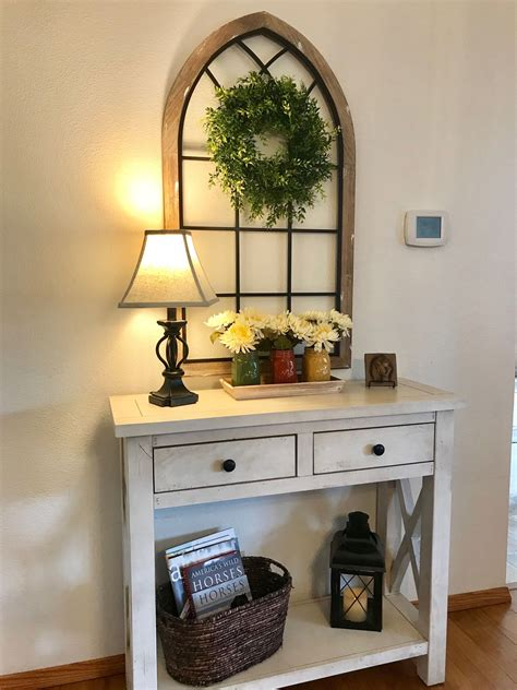 Farmhouse-Entry-Table-Decor
