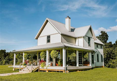 Farmhouse-Floor-Plans-With-Wrap-Around-Porch