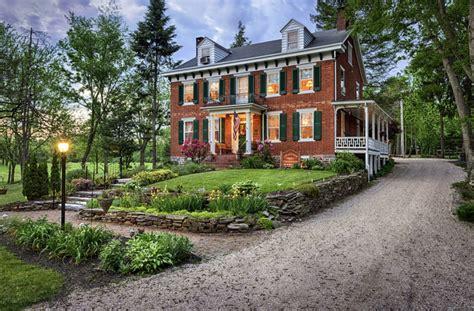 Farmhouse-Inn-Bed-And-Breakfast