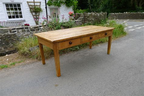 Farmhouse-Kitchen-Tables-Devon