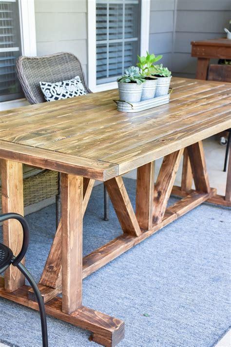 Farmhouse-Patio-Table-Diy