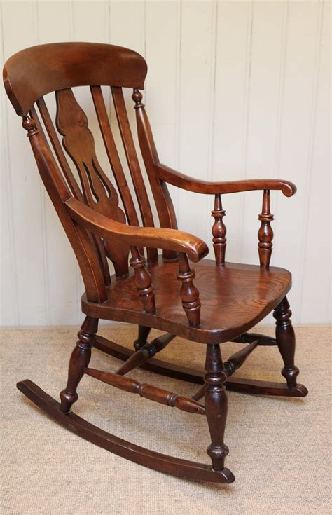 Farmhouse-Rocking-Chair