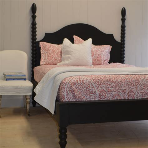 Farmhouse-Spindle-Bed
