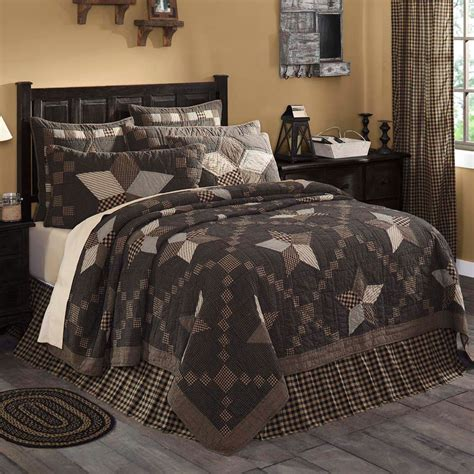 Farmhouse-Star-Quilted-Bedding