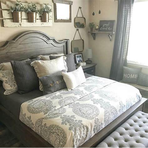 Farmhouse-Style-Bed