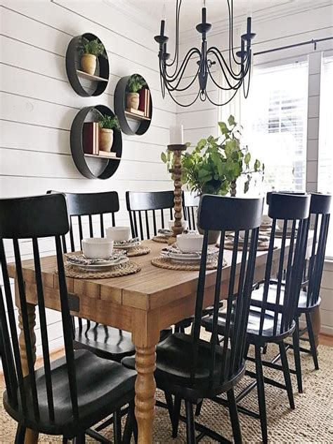 Farmhouse-Style-Kitchen-Table