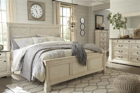 Farmhouse-Style-Queen-Bed
