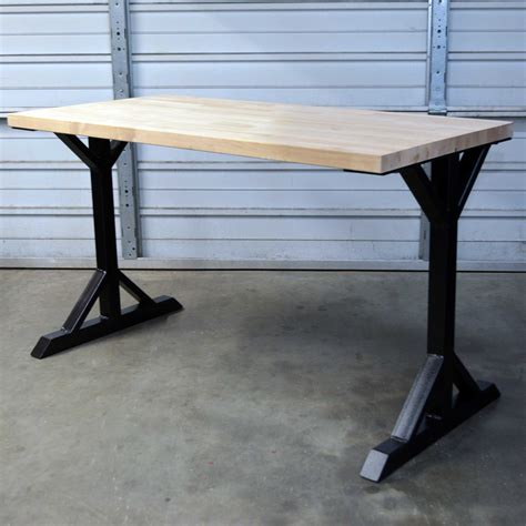 Farmhouse-Style-Table-With-Metal-Legs