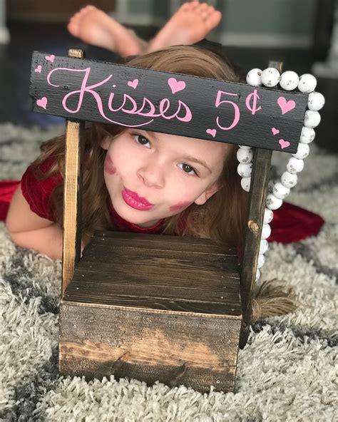 Farmhouse-Table-Kisspng