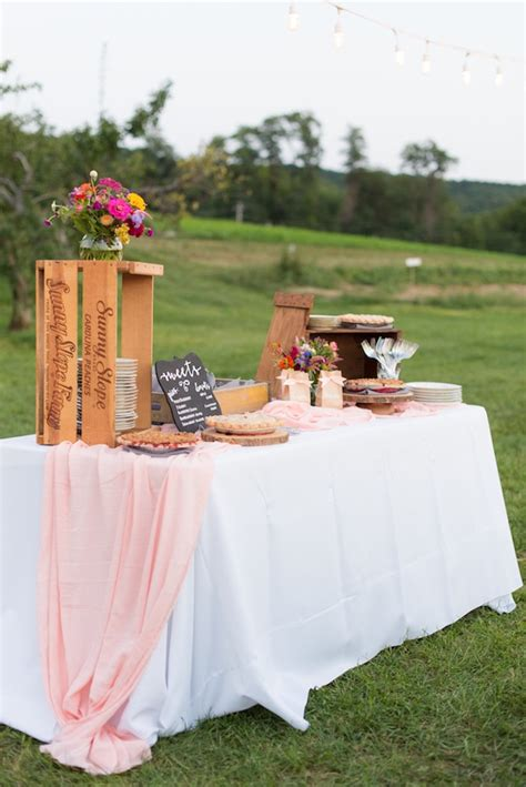 Farmhouse-Table-Party-Decor