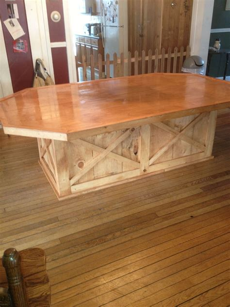 Farmhouse-Table-With-Plywood-Top
