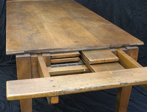 Farmhouse-Table-With-Self-Storing-Leaves
