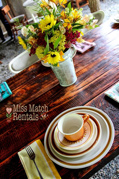 Farmhouse-Table-With-Wildflowers