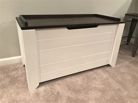 Farmhouse-Toy-Chest-Plans