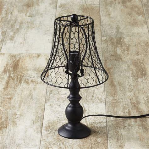 Farmhouse-Wire-Table-Lamp
