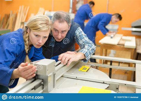 Fine-Woodworking-Apprenticeships