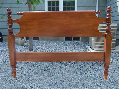 Fine-Woodworking-Headboard