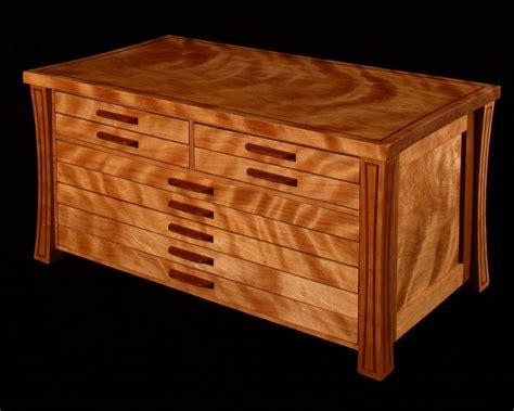 Fine-Woodworking-Jewelry-Box