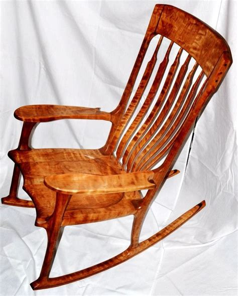 Fine-Woodworking-Rocking-Chair