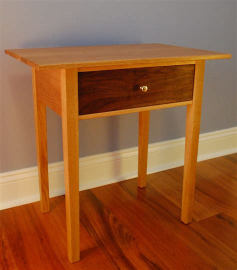 Fine-Woodworking-Table