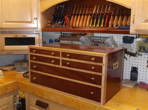Fine-Woodworking-Tool-Chest-Plans