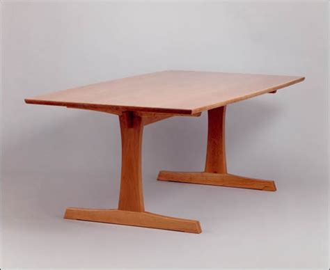 Fine-Woodworking-Trestle-Table