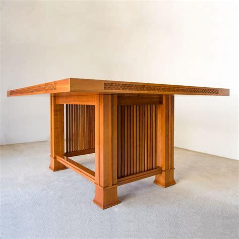 Frank-Lloyd-Wright-Table-Plans