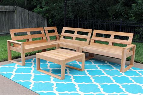 Free Outdoor Sofa Plans