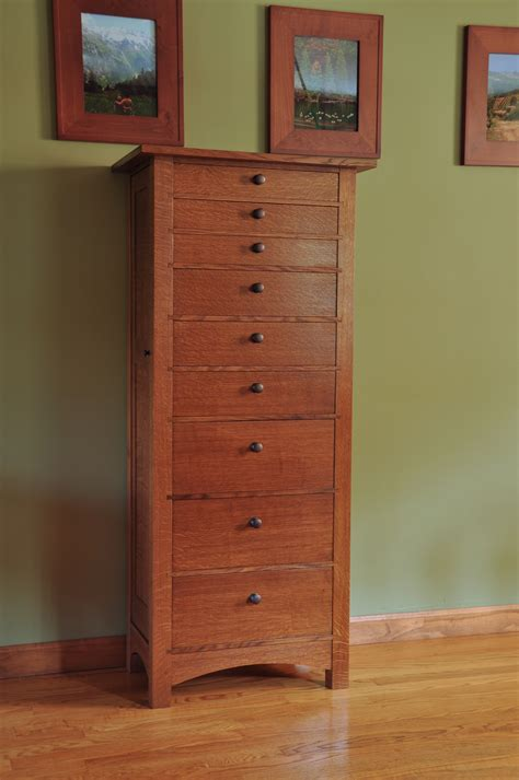 Free-Woodworking-Plan-For-Jewelry-Armoie