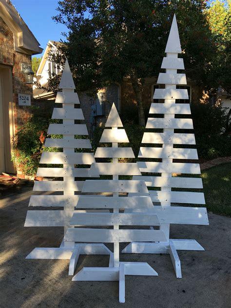 Front-Yard-Christmas-Wood-Tree-Decorations-Diy