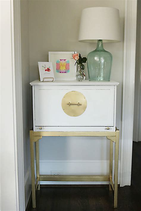 Furniture-Painting-In-Gold-And-White-Diy