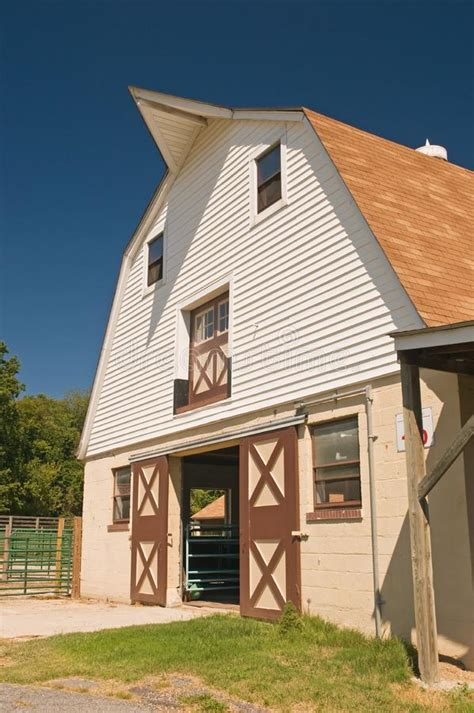 Gambrel-Dairy-Barn-Plans
