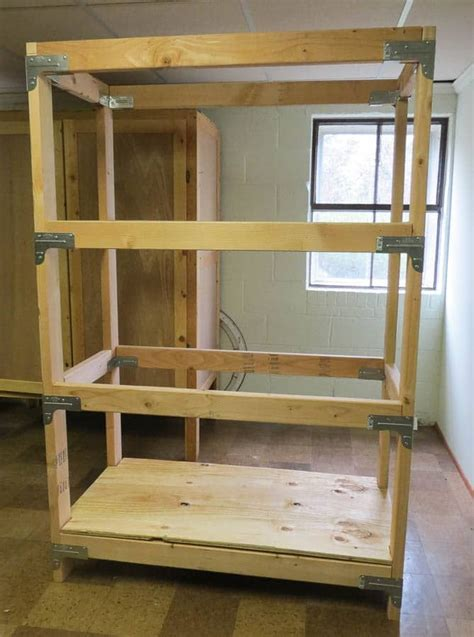 Garage-Shelving-Diy-2x4-Projects