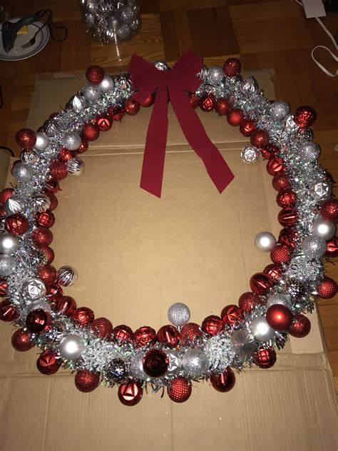 Giant-Christmas-Wreath-Diy