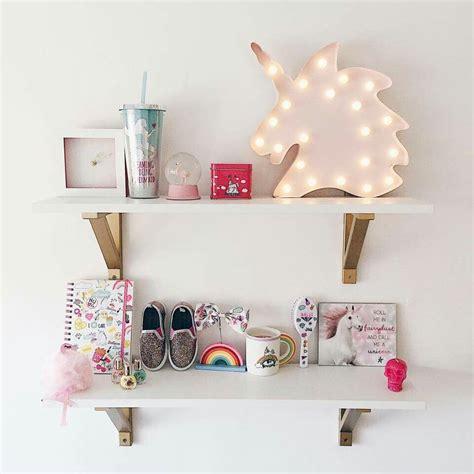 Girls-Bedroom-Shelves