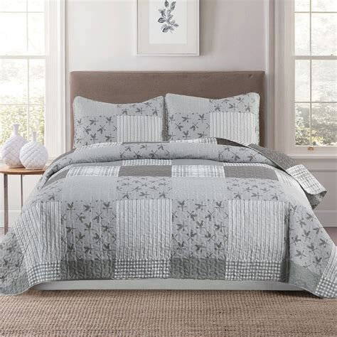 Gray-And-White-Striped-Bedding-Farmhouse