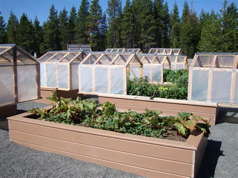 Greenhouse-Raised-Bed-Plans