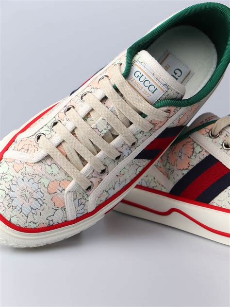 Gucci Tiger Sneakers Women