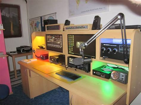 Ham-Radio-Operating-Desk-Plans