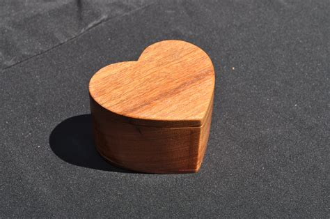 Heart-Shaped-Box-Woodworking