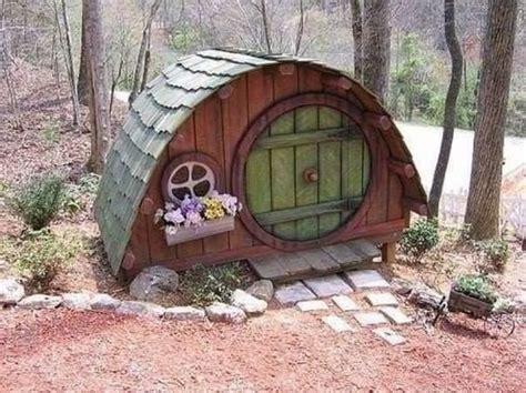 Hobbit-Dog-House-Plans